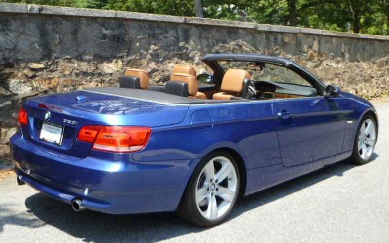 BMW CI Convertible Rental Comfort was the ideal when the CI was designed. Reflective leather keeps the seats cool, coup-­‐like quietness when the hard top is up, and a folding rear seat is the perfect fit for golf clubs. It is a BMW, so its low stance, responsive steering, and a spectacular in-­line six also make it fun to drive.